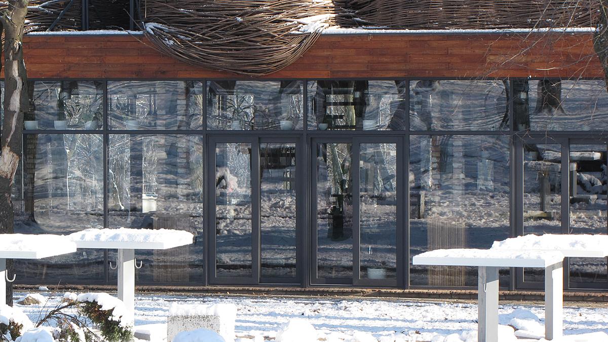 Розсувні двері в ресторані