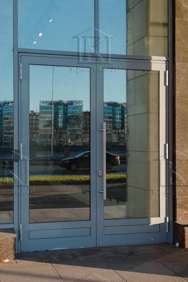 Двері в діловому центрі