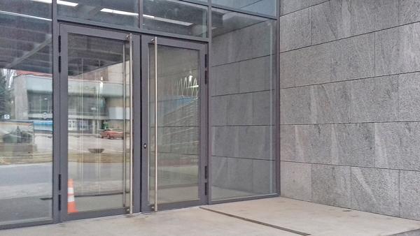 Двері Шуко в торговому центрі