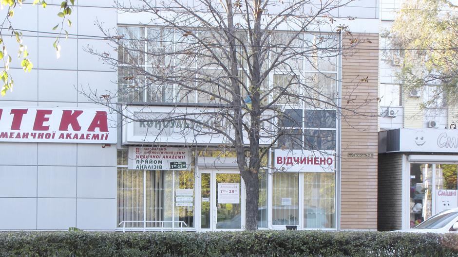 Фасадне скління аптеки