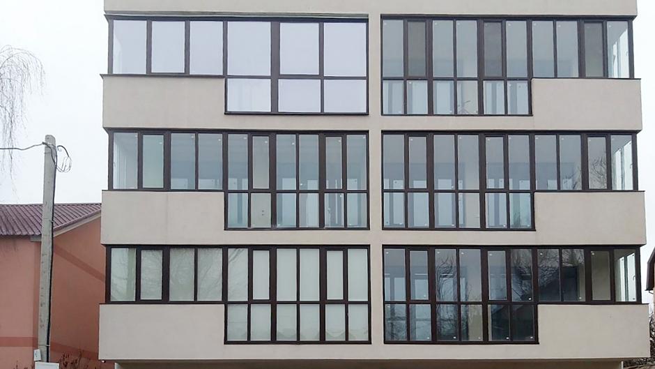 Фасадне скління балконів