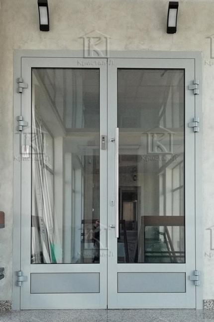 Двері в офісі
