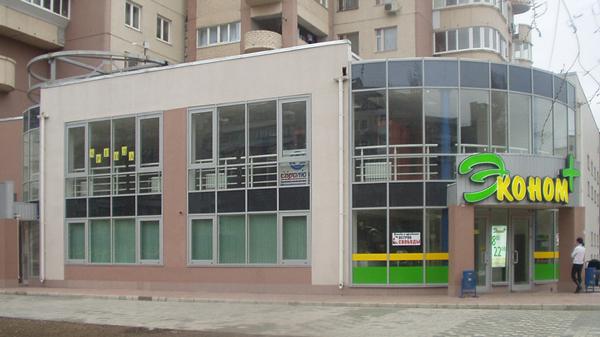 Магазин з алюмінієвими дверима