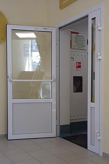 Внутрішні двері в поліклініці